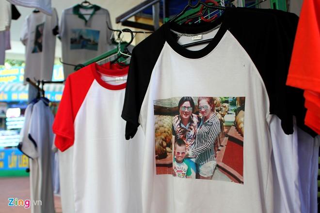 Áo chính chủ giá 180.000 đồng in trong 5 phút ở Sài Gòn